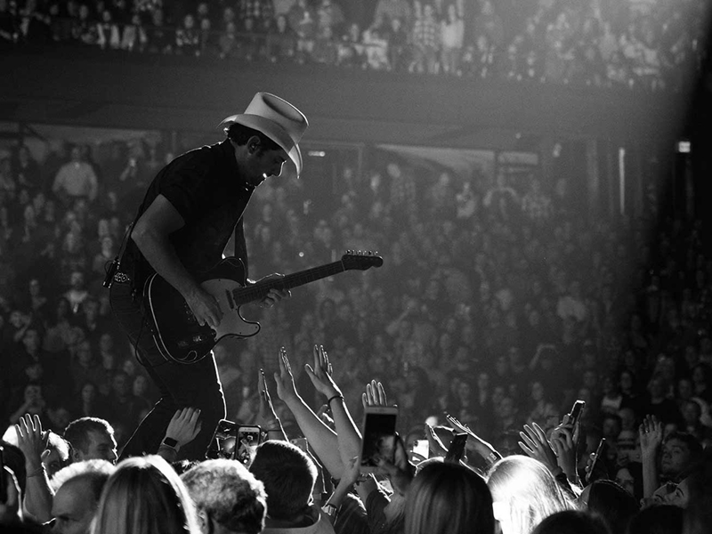 Brad Paisley at DTE Energy Music Theatre